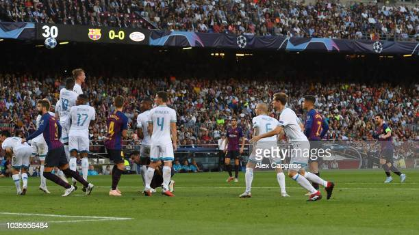 Lionel Messi of Barcelona scores his team's first goal froma free kick during the Group B match of the UEFA Champions League between FC Barcelona and...