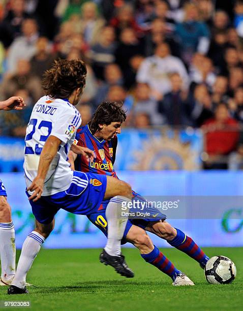 Lionel Messi of Barcelona scores his team's second goal during the La Liga match between Real Zaragoza and Barcelona at La Romareda stadium on March...