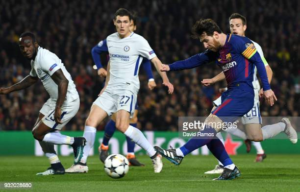 Lionel Messi of Barcelona scores their third goal during the UEFA Champions League Round of 16 Second Leg match FC Barcelona and Chelsea FC at Camp...