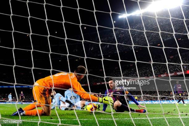 Lionel Messi of Barcelona shot is blocked by Ruben Blanco of Celta Vigo during the La Liga match between FC Barcelona and RC Celta de Vigo at Camp...