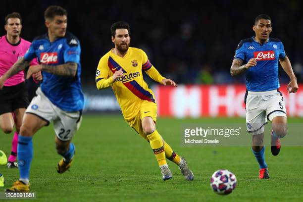 Lionel Messi of Barcelona threads a pass as Giovanni Di Lorenzo and Allan of Napoli look on during the UEFA Champions League round of 16 first leg...