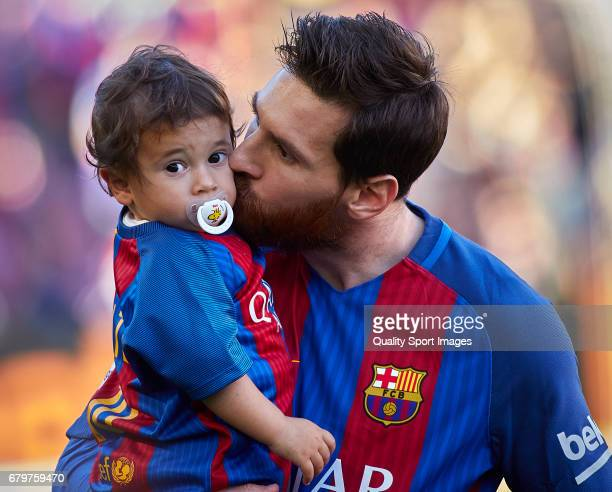 Lionel Messi of Barcelona with his cheldren Mateo prior the La Liga match between FC Barcelona and Villarreal CF at Camp Nou Stadium on May 6 2017 in...