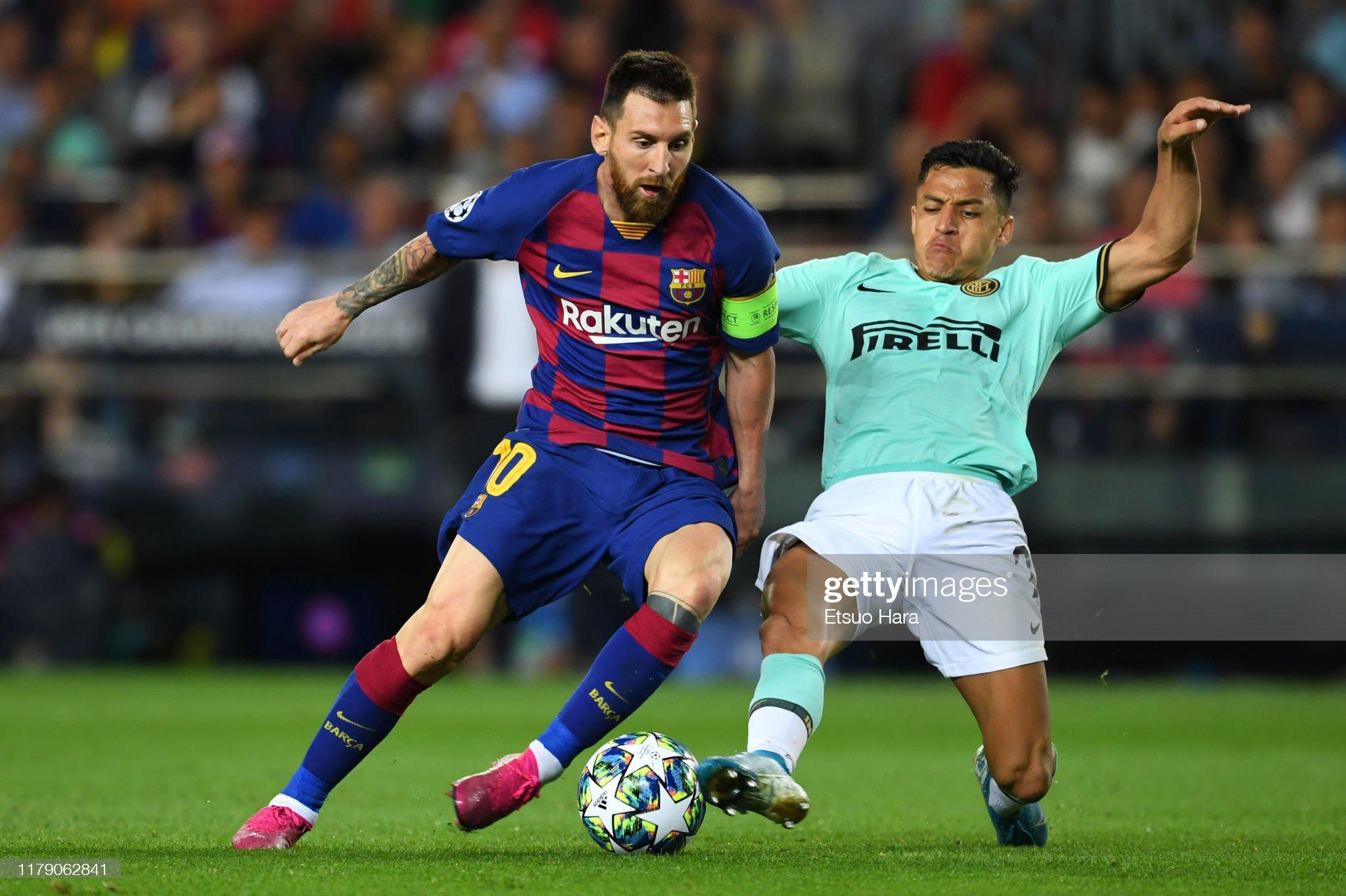 صور مباراة : برشلونة - إنتر 2-1 ( 02-10-2019 )  Lionel-messi-of-fc-barcelona-and-alexis-sanchez-of-inter-compete-for-picture-id1179062841?s=2048x2048
