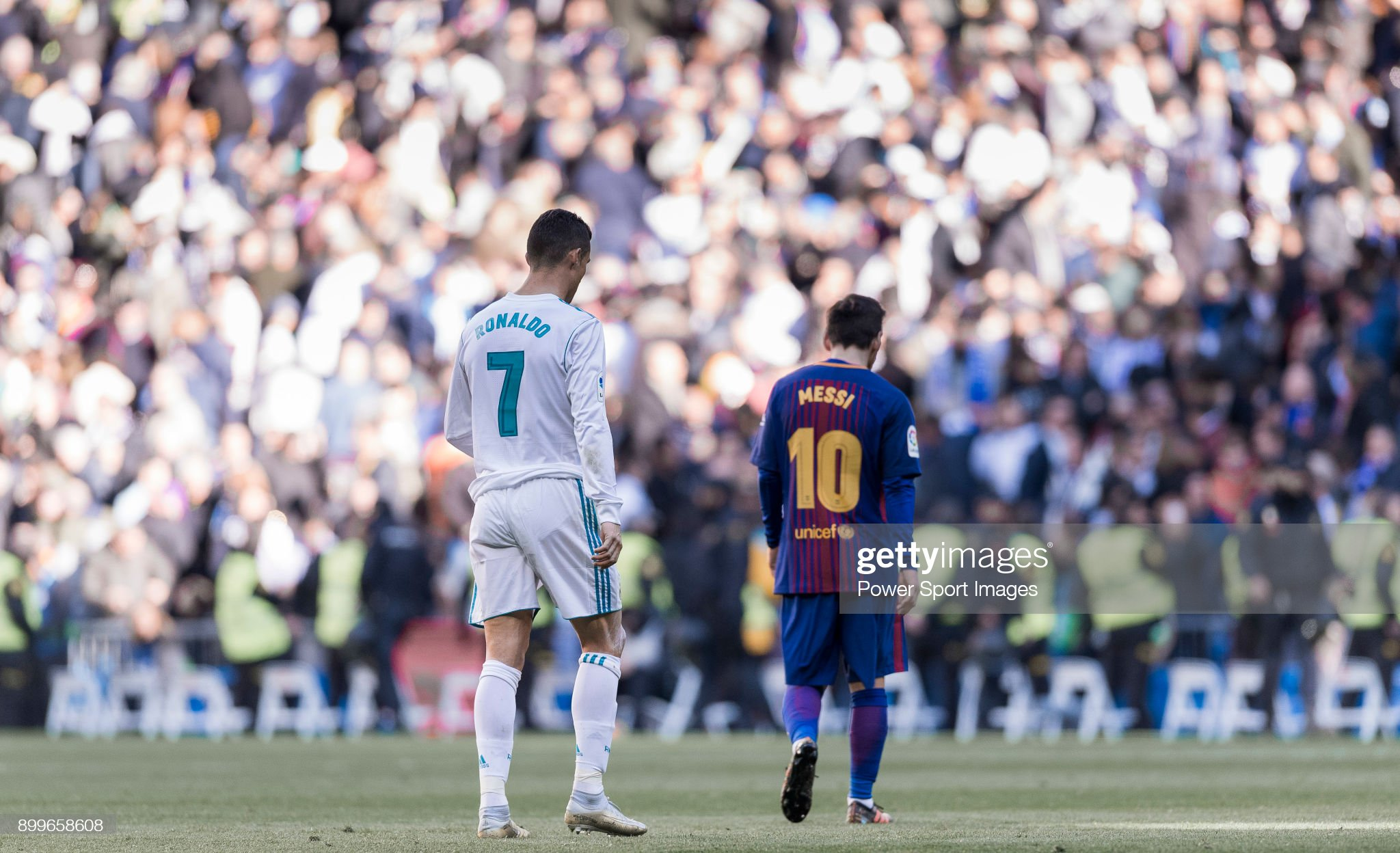 La Liga 2017-18 - Real Madrid vs FC Barcelona : News Photo