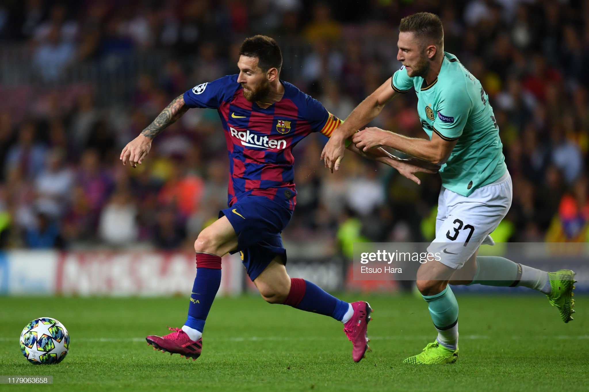 صور مباراة : برشلونة - إنتر 2-1 ( 02-10-2019 )  Lionel-messi-of-fc-barcelona-and-milan-skriniar-of-inter-compete-for-picture-id1179063658?s=2048x2048