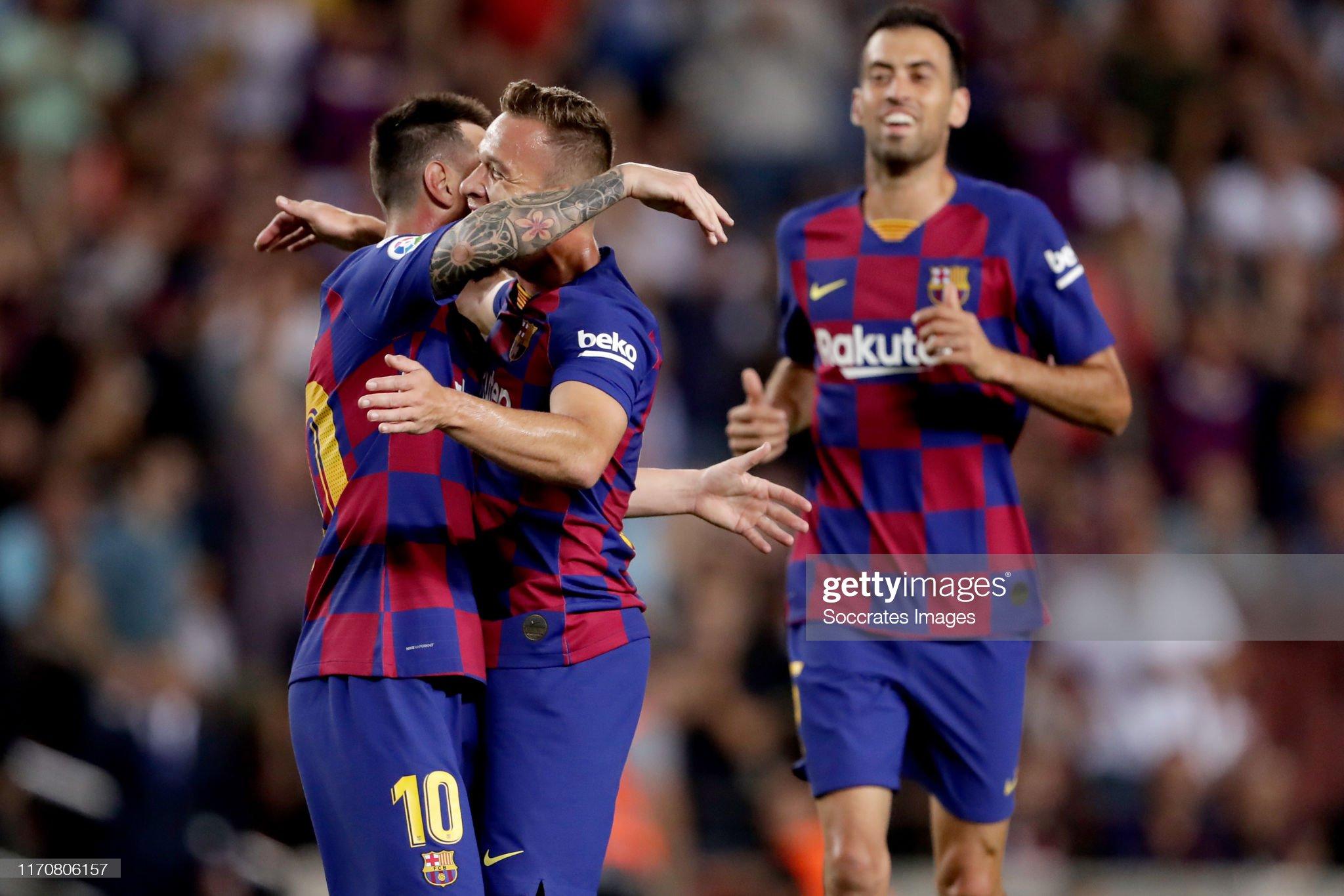 صور مباراة : برشلونة - فياريال 2-1 ( 24-09-2019 )  Lionel-messi-of-fc-barcelona-arthur-of-fc-barcelona-sergio-busquets-picture-id1170806157?s=2048x2048