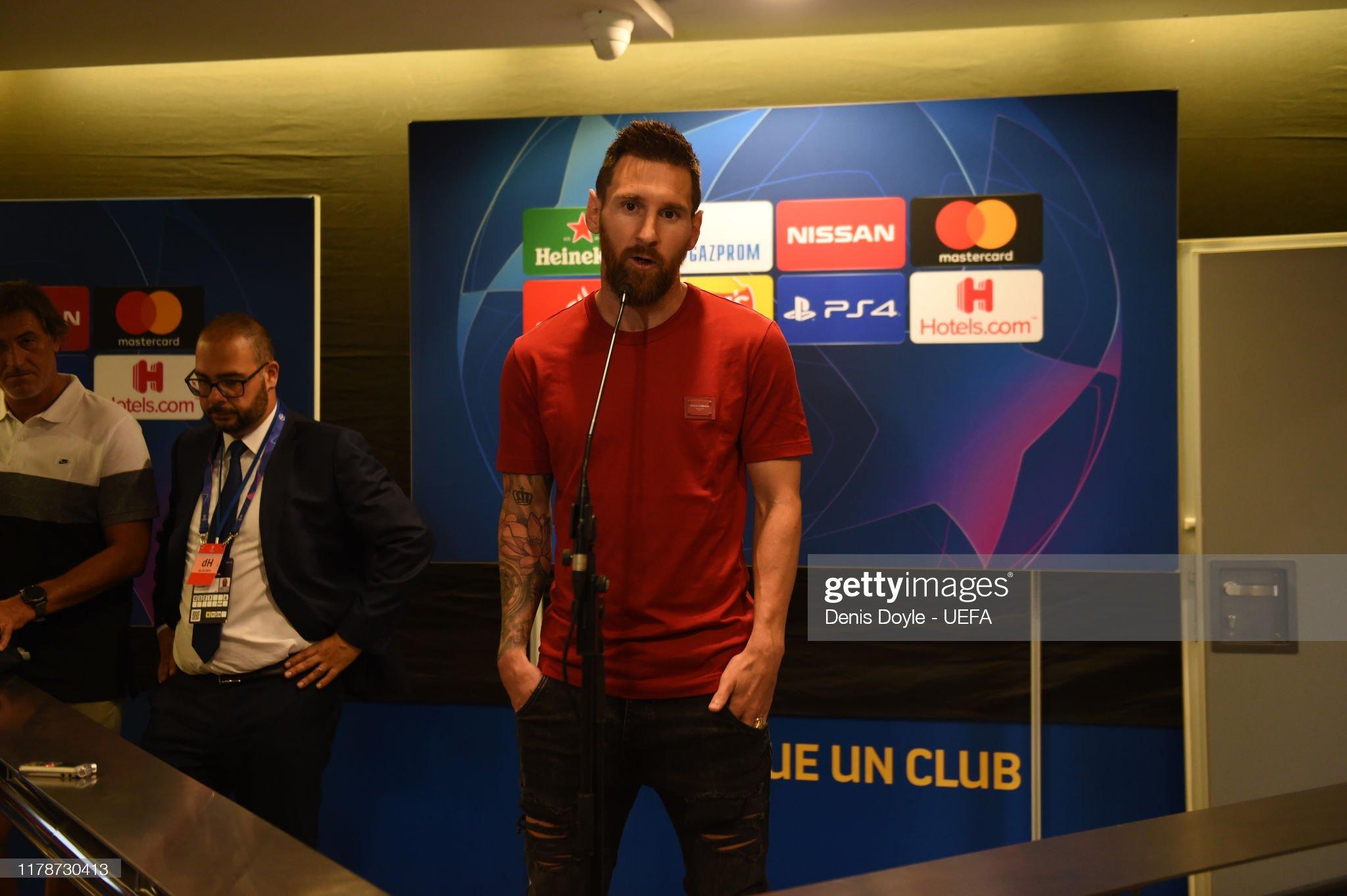 صور مباراة : برشلونة - إنتر 2-1 ( 02-10-2019 )  Lionel-messi-of-fc-barcelona-attends-to-the-press-in-the-mixed-zone-picture-id1178730413?s=2048x2048