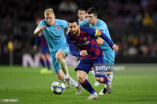 Lionel Messi of FC Barcelona battles for possession with Ondrej Kudela of Slavia Praha during the UEFA Champions League group F match between FC...