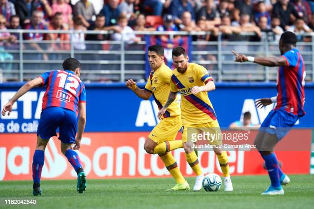 Lionel Messi of FC Barcelona being followed by Paulo Oliveira of SD Eibar during the Liga match between SD Eibar SAD and FC Barcelona at Ipurua...