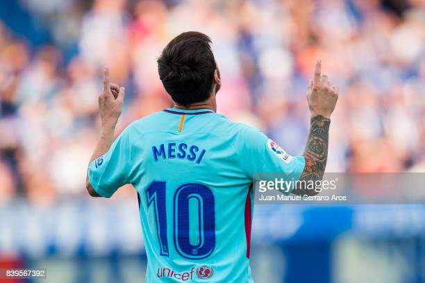 Lionel Messi of FC Barcelona celebrates after scoring goal during the La Liga match between Deportivo Alaves and Barcelona at Estadio de Mendizorroza...