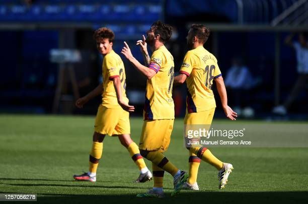 Lionel Messi of FC Barcelona celebrates after scoring his sides fifth goal during the Liga match between Deportivo Alaves and FC Barcelona at Estadio...
