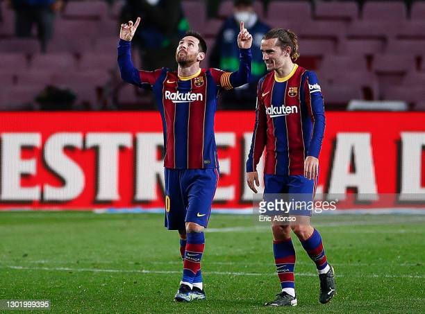 Lionel Messi of FC Barcelona celebrates scoring his side's 4th goal during the La Liga Santander match between FC Barcelona and Deportivo Alavés at...