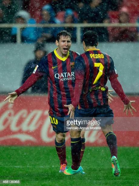 Lionel Messi of FC Barcelona celebrates scoring their second goal during the La Liga match between Sevilla FC and FC Barcelona at Estadio Ramon...