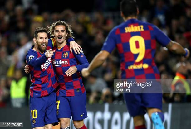 Lionel Messi of FC Barcelona celebrates with teammates after scoring his team's second goal during the UEFA Champions League group F match between FC...