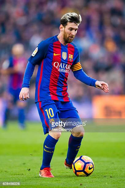 Lionel Messi of FC Barcelona conducts the ball during the La Liga match between FC Barcelona and Real Madrid CF at Camp Nou stadium on December 3...