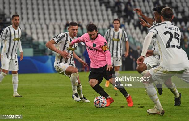 Lionel Messi of FC Barcelona controls the ball against Juventus during the UEFA Champions League Group G stage match between Juventus and FC...