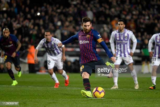 Lionel Messi of FC Barcelona controls the ball during LaLiga match between FC Barcelona and Real Valladolid at Camp Nou on November 11 2018 in...