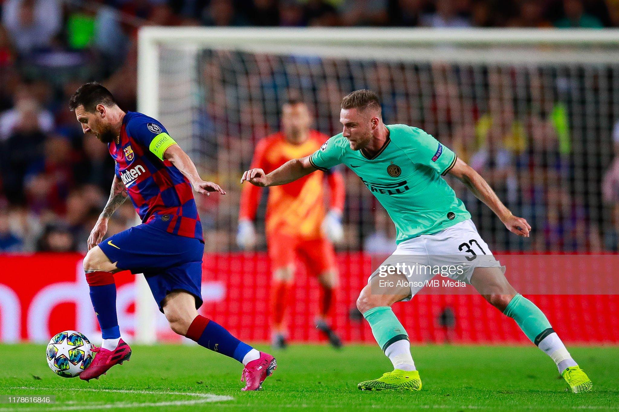 صور مباراة : برشلونة - إنتر 2-1 ( 02-10-2019 )  Lionel-messi-of-fc-barcelona-controls-the-ball-during-the-uefa-f-picture-id1178616846?s=2048x2048