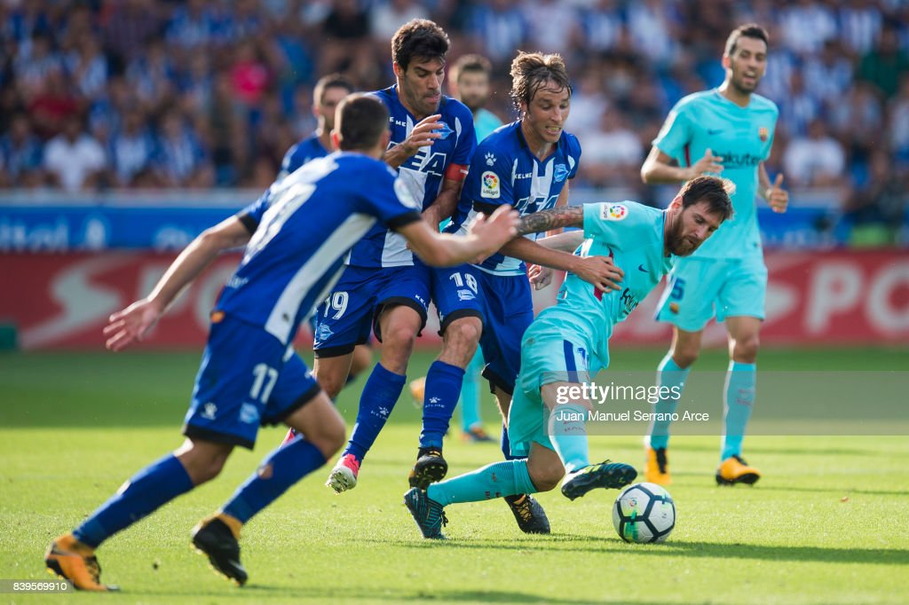 Lionel Messi of FC Barcelona duels for the ball with Tomas Pina of Deportivo Alaves during the La Liga match between Deportivo Alaves and Barcelona at Estadio de Mendizorroza on August 26, 2017 in Vitoria-Gasteiz, Spain .