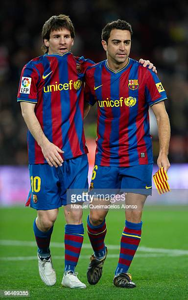 Lionel Messi of FC Barcelona embraces his team mate Xavi Hernandez after the La Liga match between Barcelona and Getafe at Camp Nou on February 6...