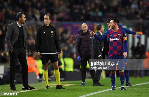 Lionel Messi of FC Barcelona has words with Vicente Moreno, Head Coach of RCD Mallorca during the Liga match between FC Barcelona and RCD Mallorca at...