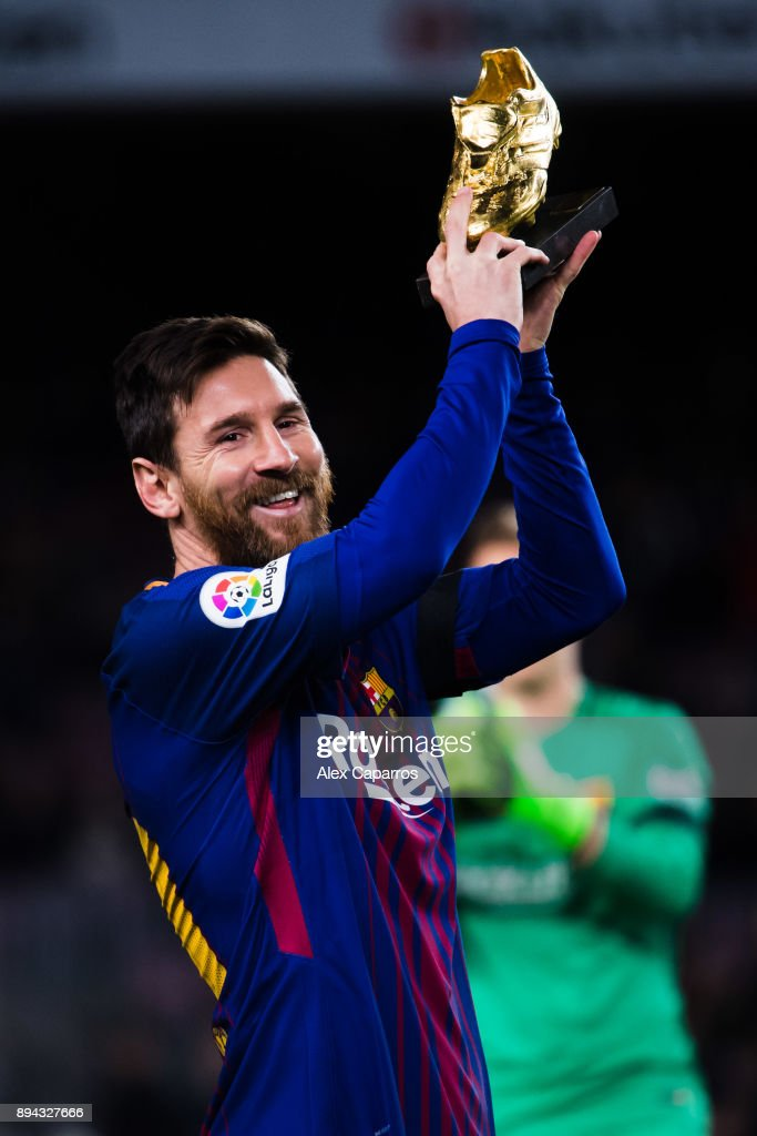 Lionel Messi of FC Barcelona holds the Golden Boot trophy ahead of the La Liga match between FC Barcelona and Deportivo La Coruna at Camp Nou on December 17, 2017 in Barcelona, Spain.