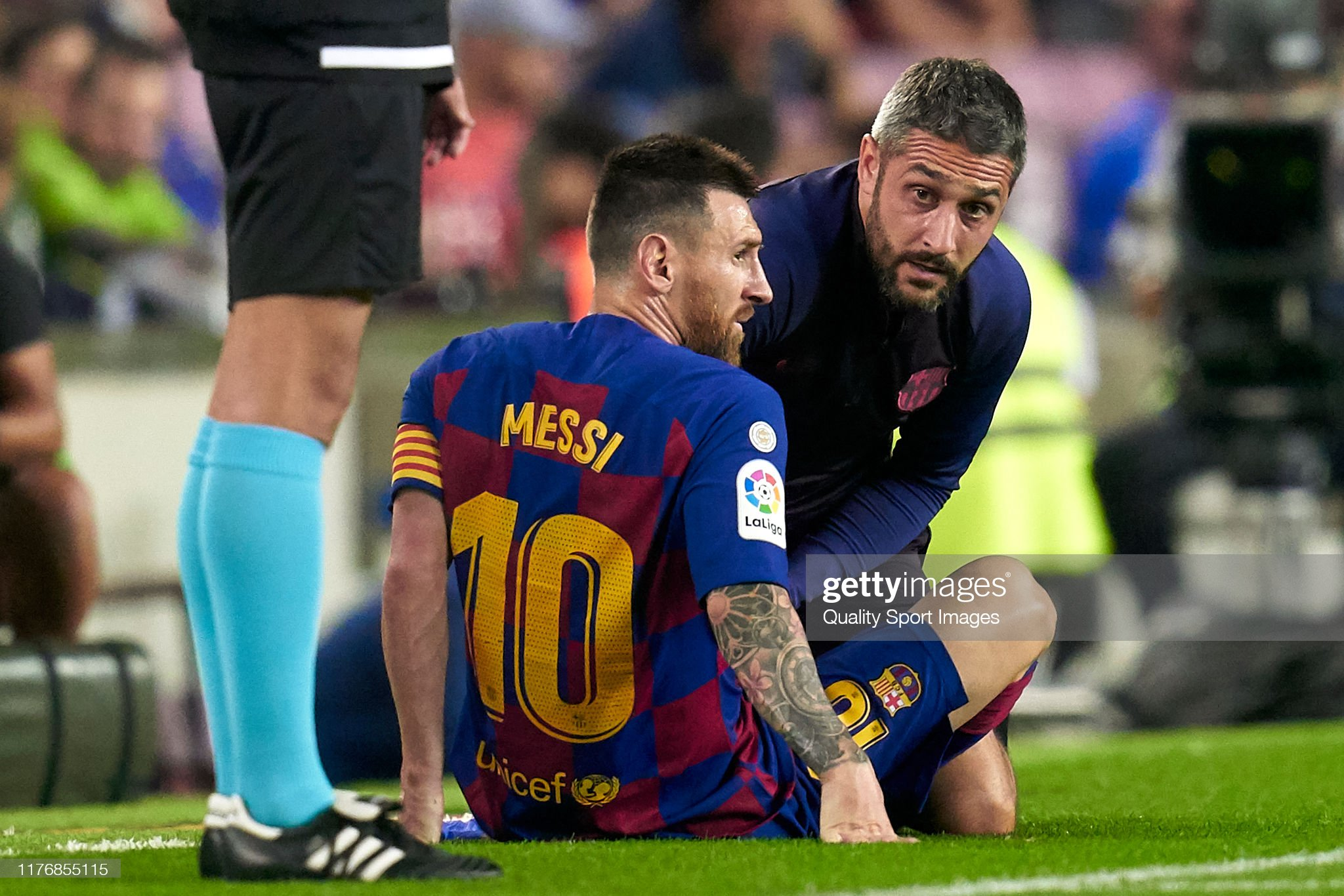 صور مباراة : برشلونة - فياريال 2-1 ( 24-09-2019 )  Lionel-messi-of-fc-barcelona-injured-over-the-pitch-during-the-liga-picture-id1176855115?s=2048x2048