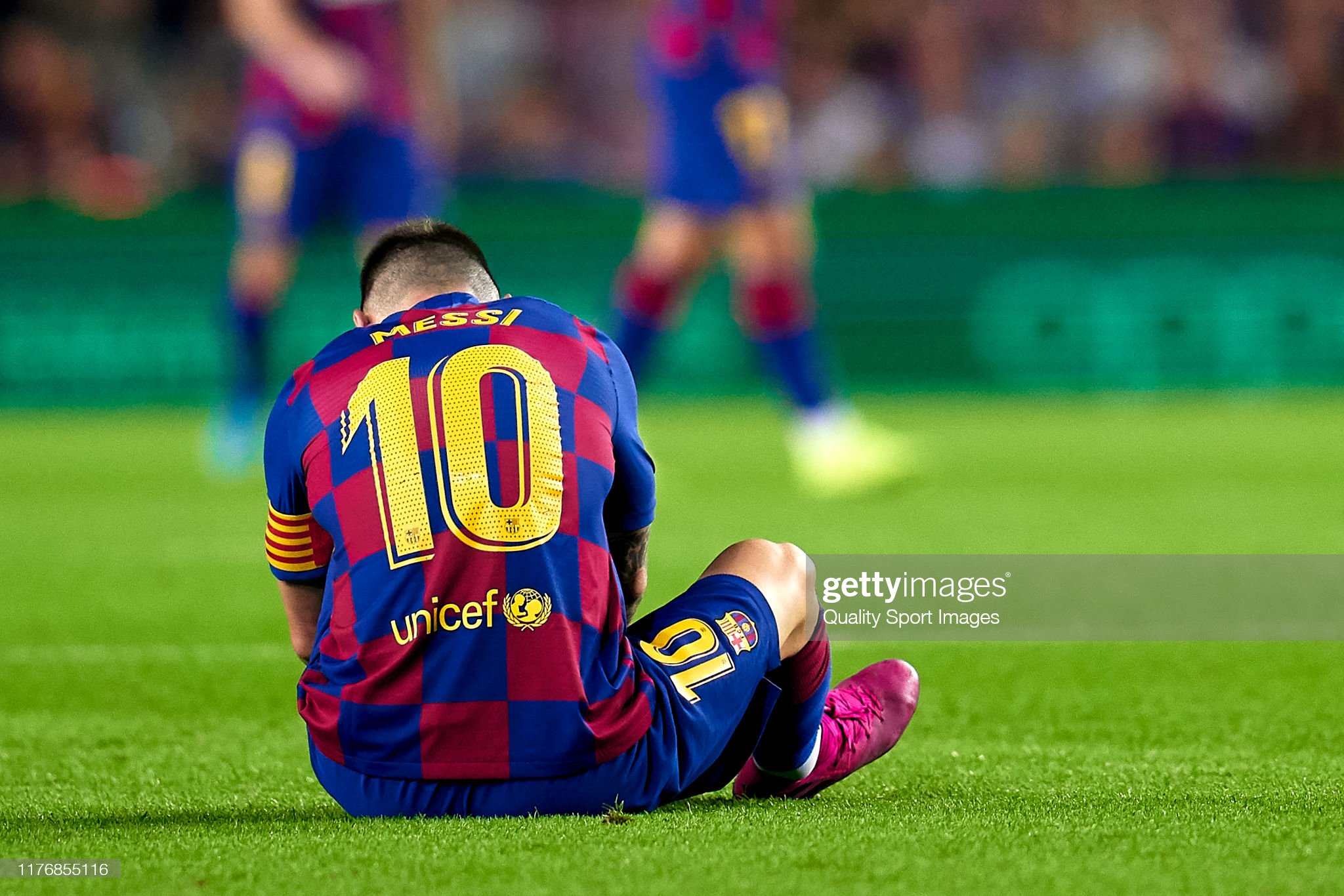 صور مباراة : برشلونة - فياريال 2-1 ( 24-09-2019 )  Lionel-messi-of-fc-barcelona-injured-over-the-pitch-during-the-liga-picture-id1176855116?s=2048x2048