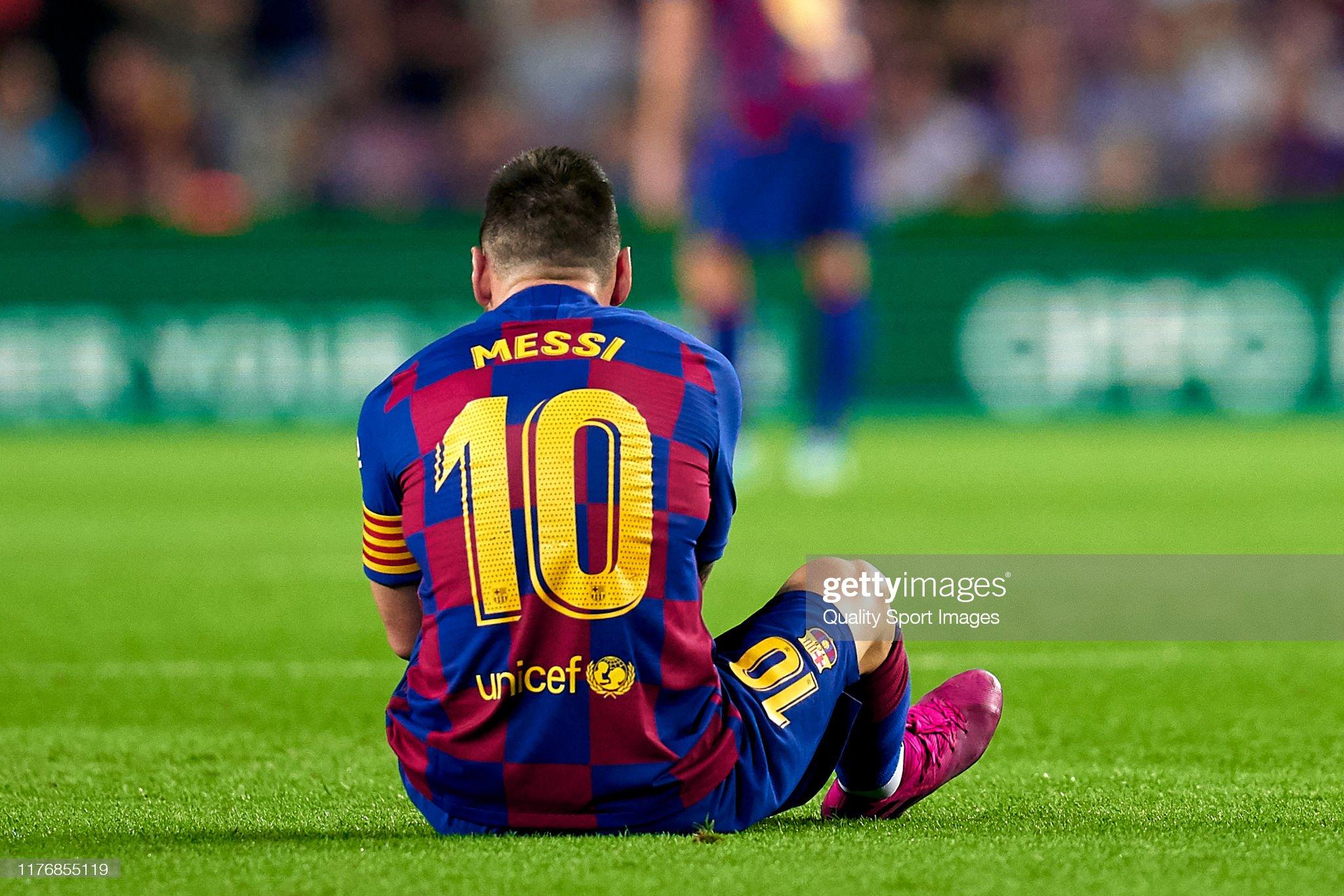 صور مباراة : برشلونة - فياريال 2-1 ( 24-09-2019 )  Lionel-messi-of-fc-barcelona-injured-over-the-pitch-during-the-liga-picture-id1176855119?s=2048x2048