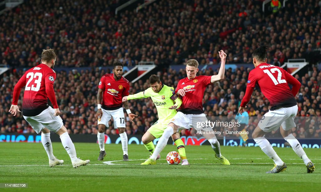 Manchester United v FC Barcelona - UEFA Champions League Quarter Final: First Leg : News Photo