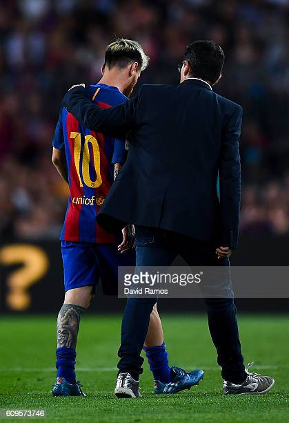 Lionel Messi of FC Barcelona leaves the pitch injured during the La Liga match between FC Barcelona and Club Atletico de Madrid at the Camp Nou...