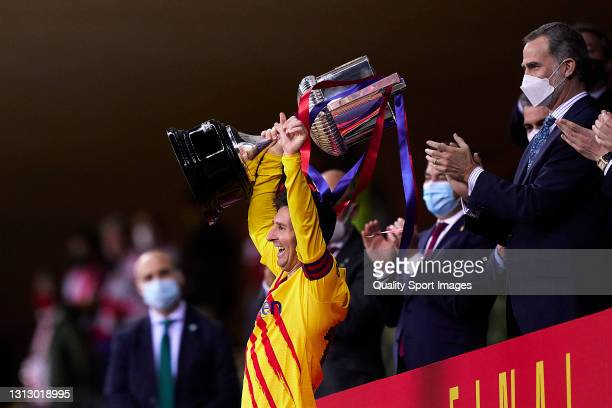 Lionel Messi of FC Barcelona lifts the trophy after winning with his team the Copa del Rey Final match between Athletic Club and Barcelona at Estadio...