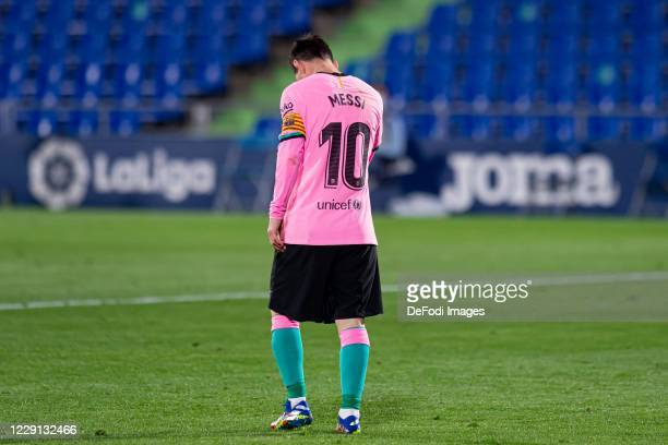 Lionel Messi of FC Barcelona looks dejected during the La Liga Santander match between Getafe CF and FC Barcelona at Coliseum Alfonso Perez on...