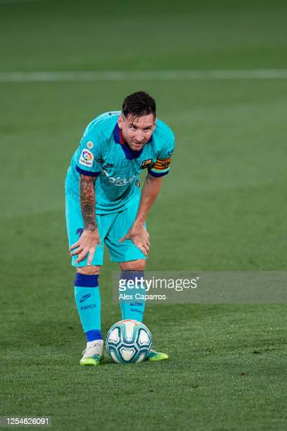 Lionel Messi of FC Barcelona looks on as he prepares to shoot a free kick during the Liga match between Villarreal CF and FC Barcelona at Estadio de...