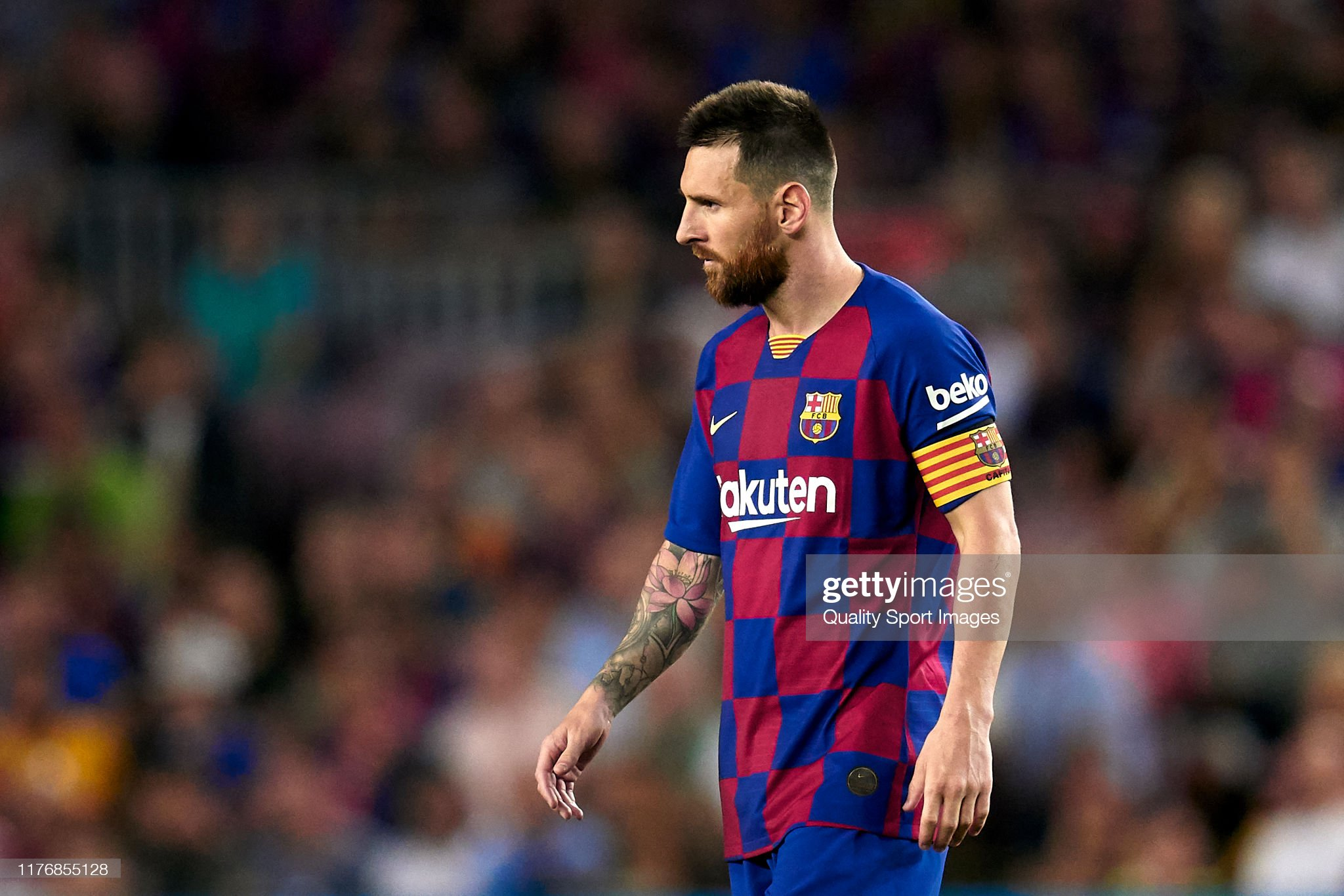صور مباراة : برشلونة - فياريال 2-1 ( 24-09-2019 )  Lionel-messi-of-fc-barcelona-looks-on-during-the-liga-match-between-picture-id1176855128?s=2048x2048