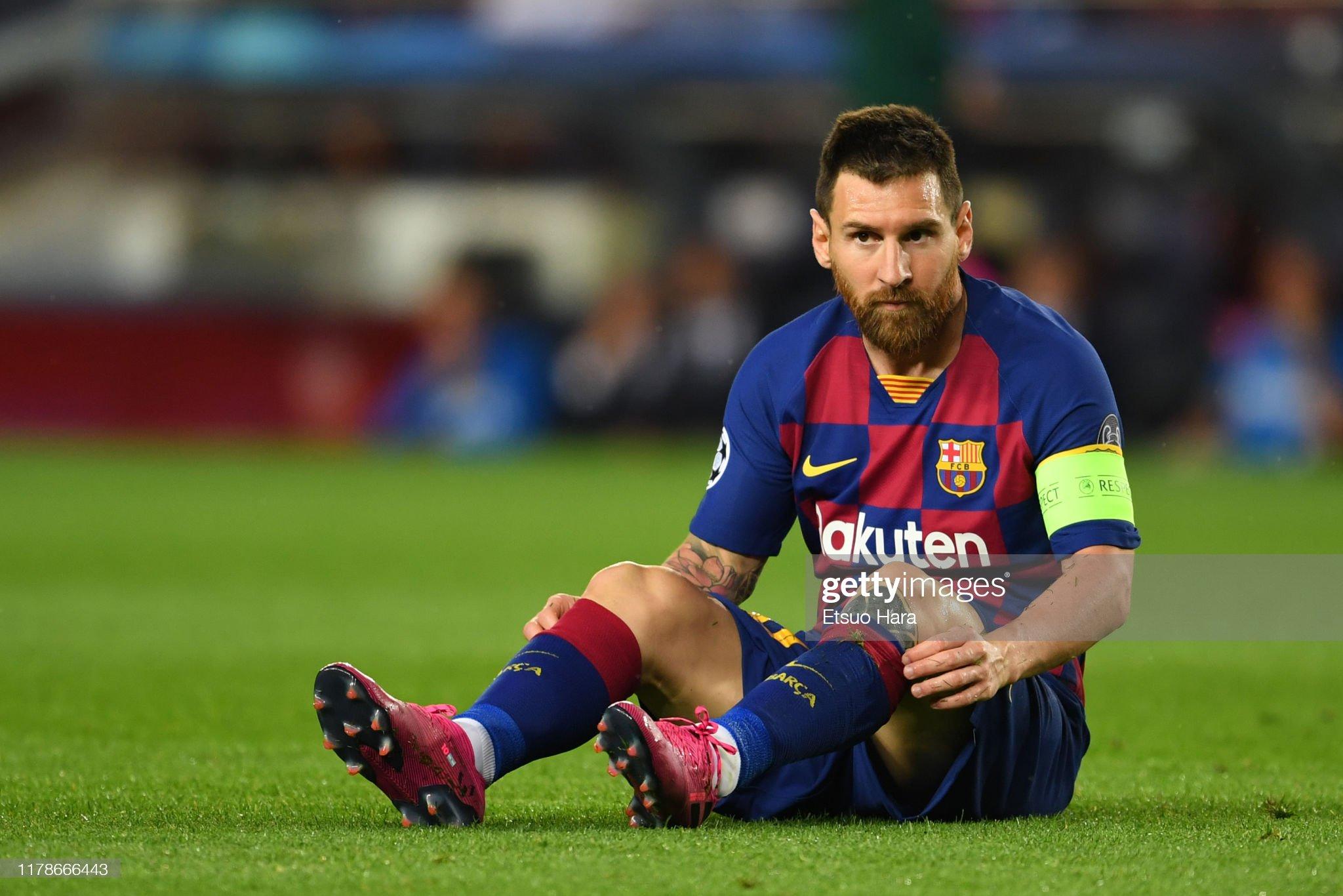 صور مباراة : برشلونة - إنتر 2-1 ( 02-10-2019 )  Lionel-messi-of-fc-barcelona-looks-on-during-the-uefa-champions-f-picture-id1178666443?s=2048x2048