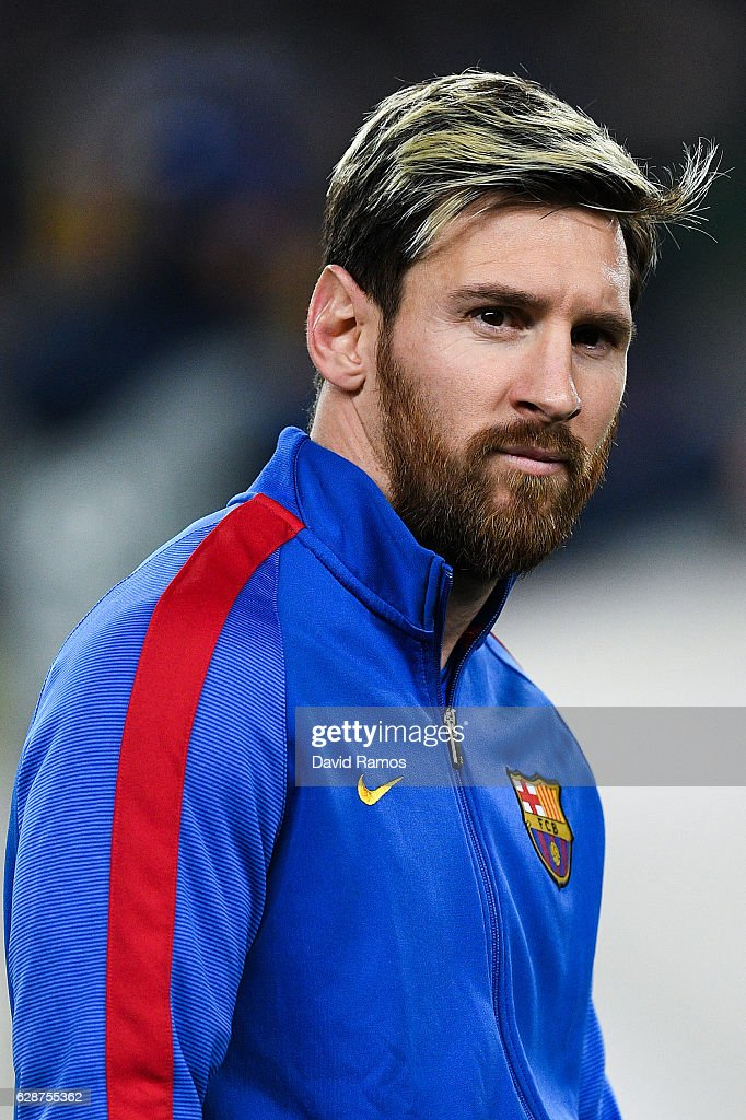 Lionel Messi of FC Barcelona looks on during the UEFA Champions League match between FC Barcelona and VfL Borussia Moenchengladbach at Camp Nou on December 6, 2016 in Barcelona, .
