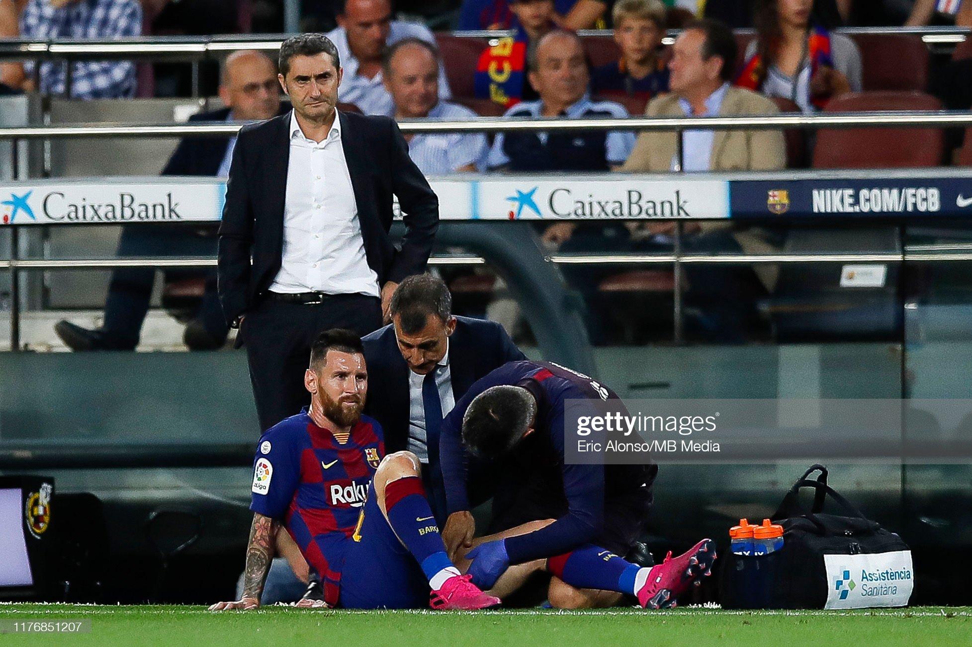 صور مباراة : برشلونة - فياريال 2-1 ( 24-09-2019 )  Lionel-messi-of-fc-barcelona-on-the-floor-after-injury-during-the-picture-id1176851207?s=2048x2048