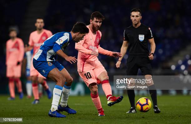 Lionel Messi of FC Barcelona passes forward the ball during the La Liga match between RCD Espanyol and FC Barcelona at RCDE Stadium on December 08...