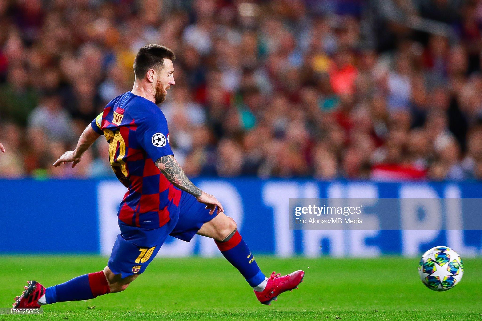 صور مباراة : برشلونة - إنتر 2-1 ( 02-10-2019 )  Lionel-messi-of-fc-barcelona-passes-the-ball-during-the-uefa-league-picture-id1178625563?s=2048x2048