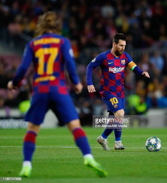 Lionel Messi of FC Barcelona passes the ball to Antoine Griezmann of FC Barcelonaduring the UEFA Champions League group F match between FC Barcelona...