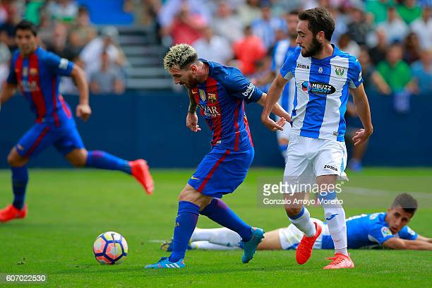 Lionel Messi of FC Barcelona passes the ball to Luis Suarez during the La Liga match between Deportivo Leganes and FC Barcelona at Estadio Municipal...