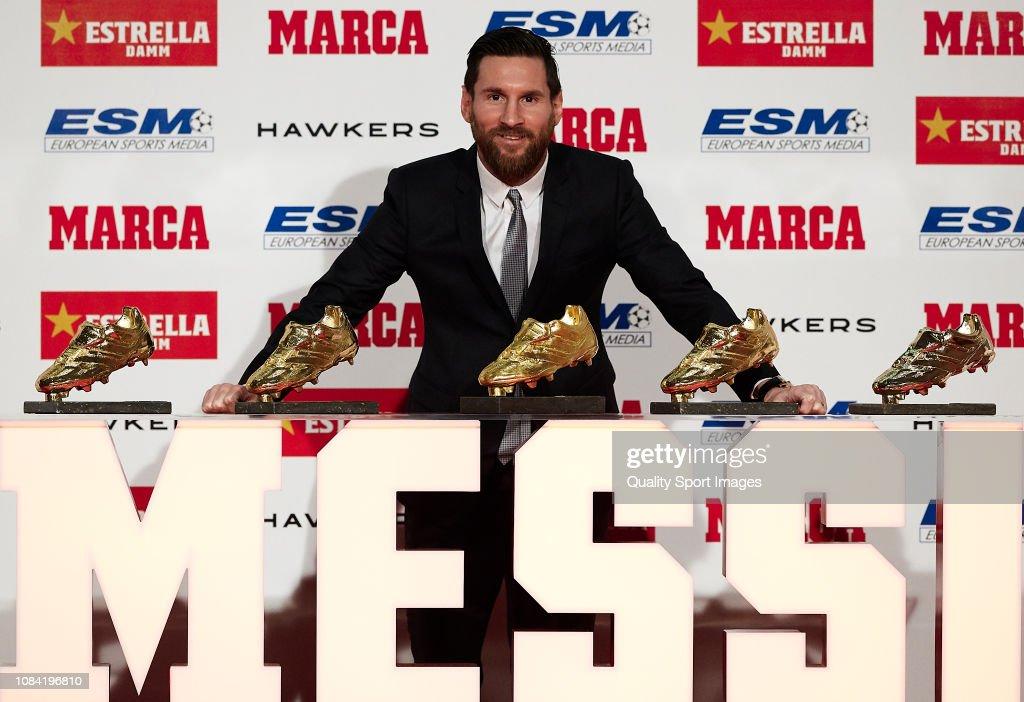 Lionel Messi receiving Golden Shoe award : News Photo