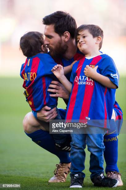 Lionel Messi of FC Barcelona poses with his sons Mateo Messi and Thiago Messi before the La Liga match between FC Barcelona and Villarreal CF at Camp...