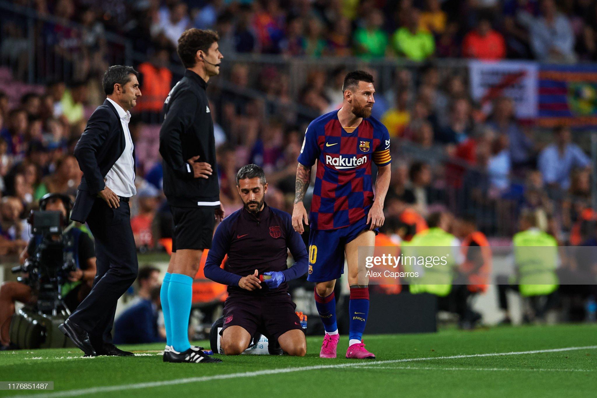 صور مباراة : برشلونة - فياريال 2-1 ( 24-09-2019 )  Lionel-messi-of-fc-barcelona-receives-medical-treatment-during-the-picture-id1176851487?s=2048x2048