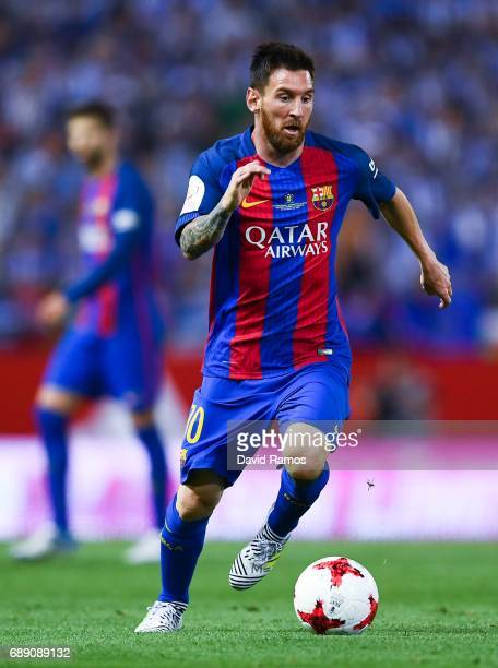 Lionel Messi of FC Barcelona runs with the ball during the Copa Del Rey Final between FC Barcelona and Deportivo Alaves at Vicente Calderon stadium...