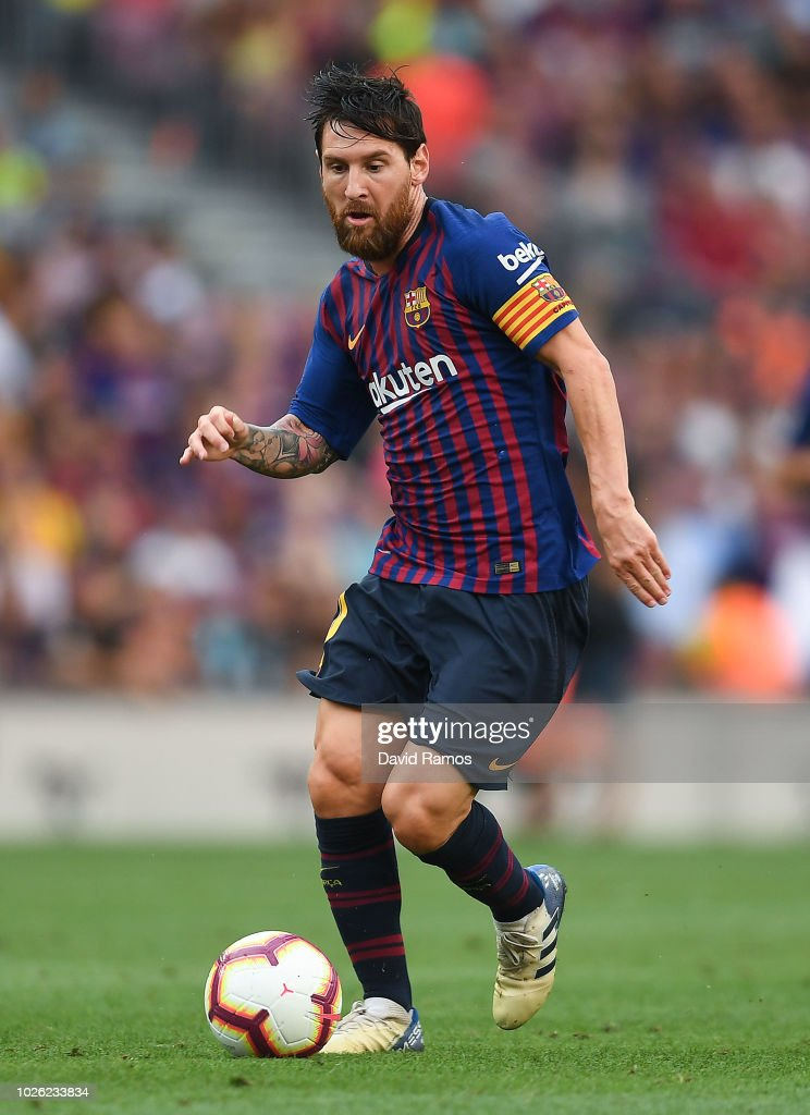 Lionel Messi of FC Barcelona runs with the ball during the La Liga match between FC Barcelona and SD Huesca at Camp Nou on September 2, 2018 in Barcelona, Spain.