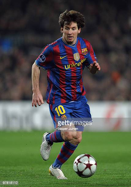Lionel Messi of FC Barcelona runs with the ball during the UEFA Champions League round of sixteen second leg match between FC Barcelona and VfB...