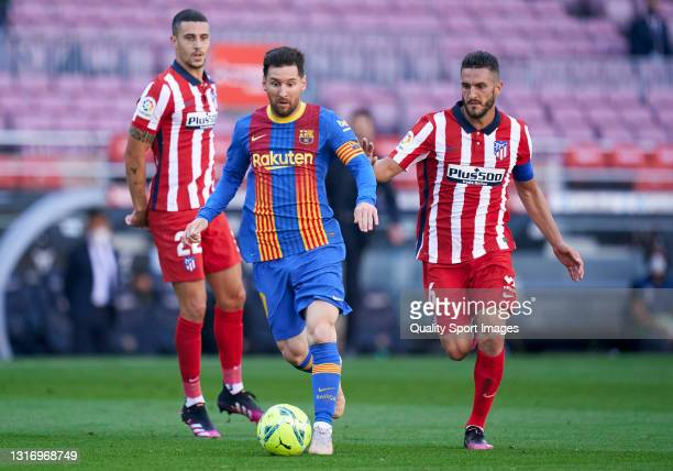 Lionel Messi of FC Barcelona runs with the ball under pressure from Koke Resurreccion of Atletico de Madrid during the La Liga Santander match...
