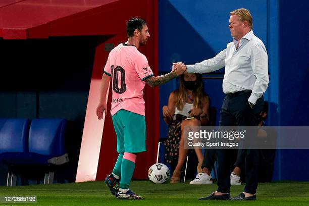 Lionel Messi of FC Barcelona salutes Ronald Koeman, head coach of FC Barcelona after being substituted during the pre-season friendly match between...